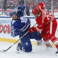 Maple Leafs defeat Red Wings in snowy Winter Classic