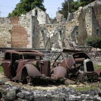 German, 88, charged in WWII French massacre