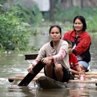 Thousands flee more floods in southern Philippines