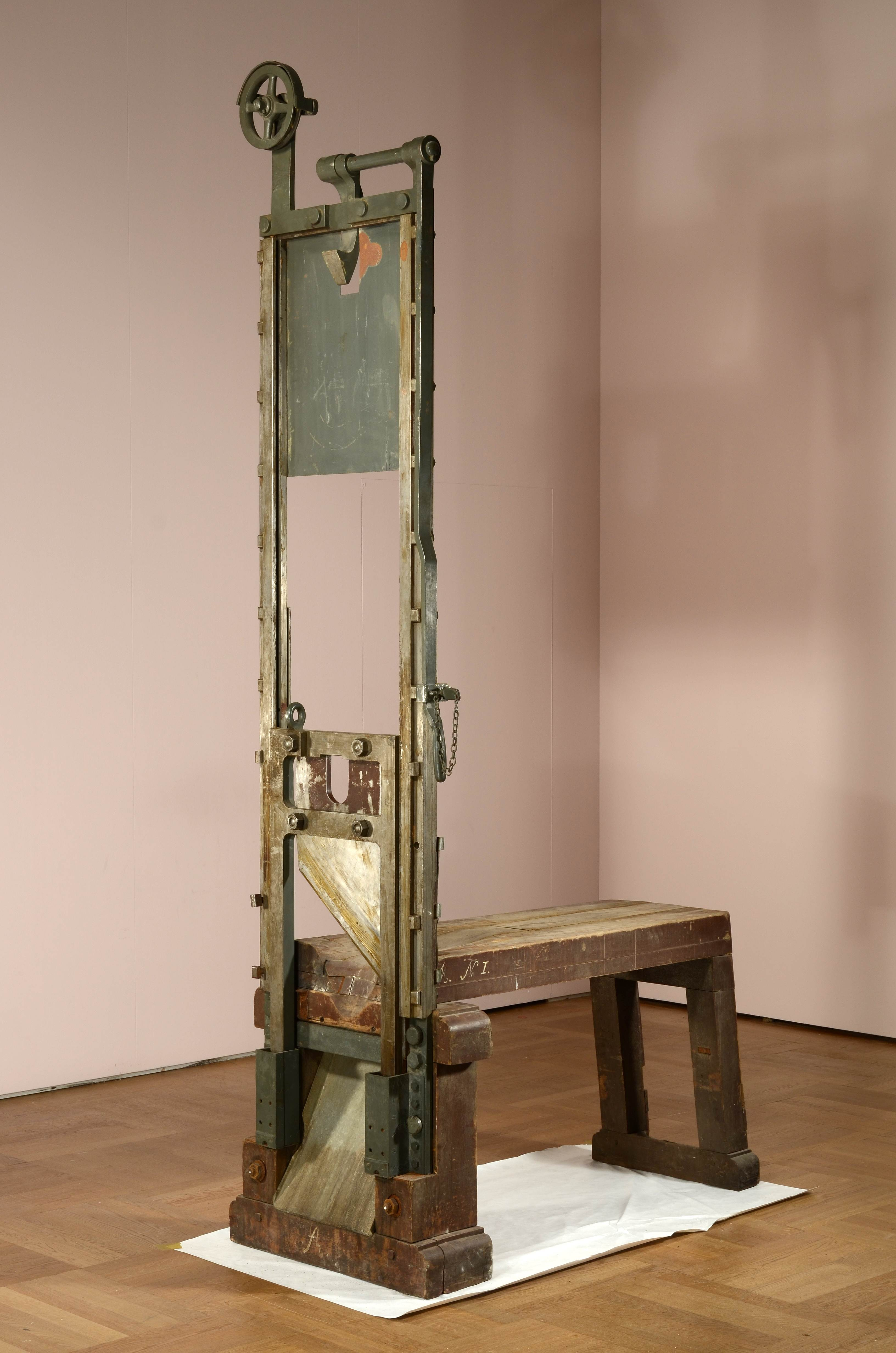Electric chair aftermath - Real Guillotine Execution Viewing Gallery