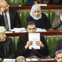 'Death threat' halts Tunisia constitution debate