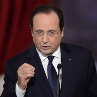 All the world's a stage: French President Francois Hollande gives a high-profile news conference to present his 2014 policy plans on Tuesday at the Elysee presidential palace in Paris, in his first public appearance since news of an alleged affair with a French actress became public. | AFP-JIJI