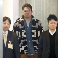 Calling card: Pitcher Masahiro Tanaka arrives at Narita airport on Saturday after a trip to the United States to meet major league teams. | KYODO
