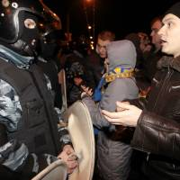 50,000 Ukrainians protest beating of opposition leader