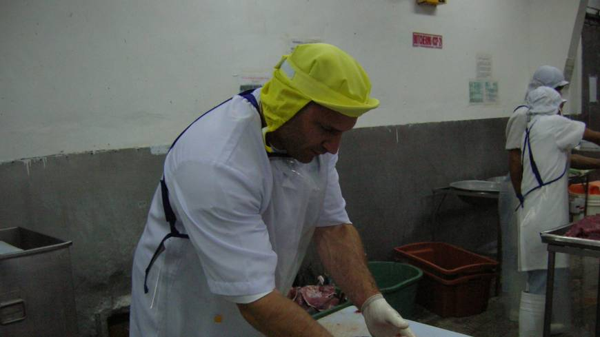 The only American in the room: Miami native David Leibowitz cuts top-grade tuna in  Tokyo's legendary  Tsukiji fish market in 1994.