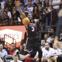 Wade, James propel Heat