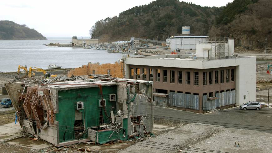 The branch of 77 Bank (building on the right) in Onagawa, Miyagi Prefecture, is just a ruin in  April 2012.