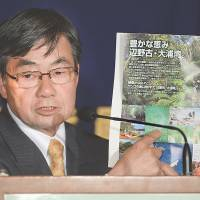 Nago mayor remains defiant over Futenma plan