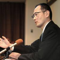Lecture: Scientist Shinya Yamanaka holds a news conference in Kyoto on Monday. | KYODO