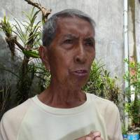 Walking wounded: Alejandro Devaras, 80, talks about his experiences during World War II in Tacloban on the central Philippine island of Leyte in January. | KYODO