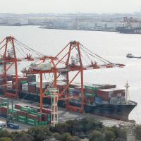 Record trade deficit pressures Abenomics