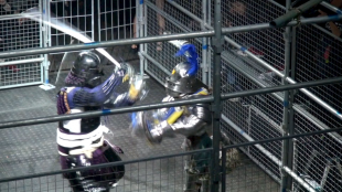 [VIDEO] Historic cage match between fully armored knights and samurai