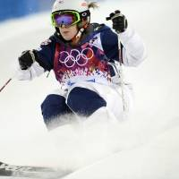 Just as expected: Hannah Kearney competes during the qualifying session of the women's moguls competition at the Sochi Olympics on Thursday. Kearney finished in first place. | AFP-JIJI