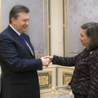 Reaching out: Ukrainian President Viktor Yanukovych greets Victoria Nuland, U.S. State Department assistant secretary of state for European and Eurasian affairs, in Kiev on Thursday. | AFP-JIJI