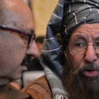 Pakistan holds landmark talks with Taliban