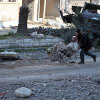 Syrians evacuated from blockaded Homs ahead of new talks