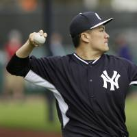 Tanaka goes through first official workout with Yankees