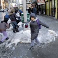 Winter storm leaves 25 dead on U.S. East Coast