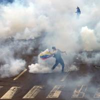Venezuelan protesters continue fight despite start of holiday
