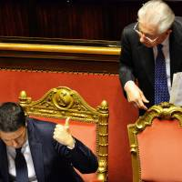 Italy's PM Renzi wins crucial confidence vote