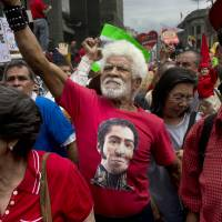 Maduro gears up for talks to defuse growing protest threat