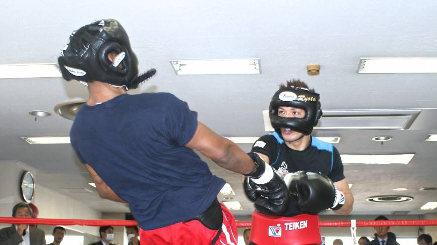 Trading punches: Ryota Murata swings a right hand against Mike Jones in their sparring session at Teiken Gym on Wednesday.