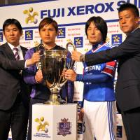 Back in action: (From left) Sanfrecce Hiroshima manager Hajime Moriyasu, Sanfrecce midfielder Toshihiro Aoyama, Yokohama F. Marinos midfielder Jungo Fujimoto and Marinos manager Yasuhiro Higuchi attend a press conference on Friday in Tokyo before the Fuji Xerox Super Cup on Saturday. | YOSHIAKI MIURA