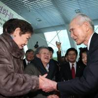 Reaching out: Former Prime Minister Tomiichi Murayama meets with former 'comfort women' during a visit to Seoul on Tuesday. | AFP-JIJI