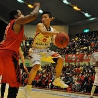 Making it happen: Akita point guard Yuki Togashi leads the bj-league in assists (7.4 per game). | AKITA NORTHERN HAPPINETS/BJ-LEAGUE