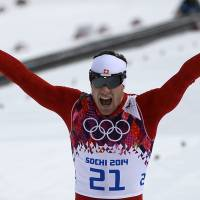 Cologna triumphs in men's 30-km skiathlon