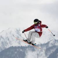 Steady effort: Canada's Dara Howell competes in the women's freestyle skiing slopestyle event at the Rosa Khutor Extreme Park on Tuesday.  Howell won the gold medal. | AFP-JIJI