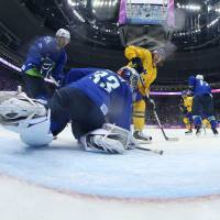 Sweden routs Slovenia, punches ticket to semifinals