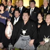 Kakuryu holds a sea bream to celebrate his promotion to sumo's highest rank of yokozuna. Kakuryu becomes the first new yokozuna since fellow Mongolian Harumafuji was promoted in 2012. | KYODO