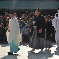 Kakuryu secures promotion to yokozuna, but will he now revert to form?