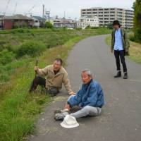Country club: Elderly friends Tomio (Koichi Ueda, left) and Kunio (Choei Takahashi, center) take a break during one of their walks, observed by Togashi (Yoichiro Saito), in 'Tomodachi to Aruko (Walking With a Friend).' | © TOMODACHI TO ARUKO PROJECT