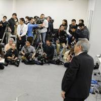 An official of the government-affiliated Riken institute outlines how a highly anticipated news conference would proceed Friday in Tokyo before Riken executives released an interim report on an investigation into alleged irregularities in papers on potentially groundbreaking stem cell research. | KYODO