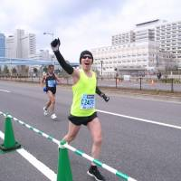 Marathon set: DJ Tim Deluxe (Tim Liken) takes part in the Tokyo Marathon on Feb. 23. His new album, 'The Radicle,' is in stores now.
