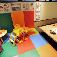 Play with your food: More than 350 izakaya pub-restaurants in the nationwide Monteroza chain have private rooms equipped with a kids' play area, ranging from small family rooms to large party spaces. | YOSHIAKI MIURA