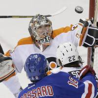 Lundqvist large between pipes as Rangers beat Flyers