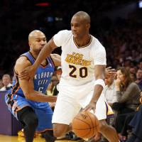 Meeks powers Lakers past Thunder