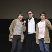 Hollywood actor Johnny Knoxville with comic duo Heisei Nobushi Kobushi. | OKINAWA INTERNATIONAL MOVIE FESTIVAL / YOSHIMOTO LAUGH & PEACE
