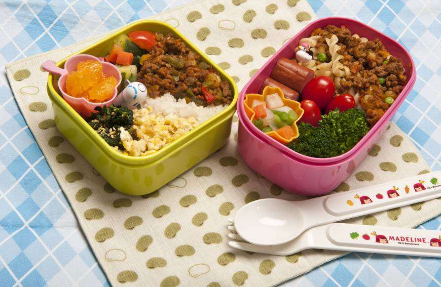 Bento Lunch Box Container Reviews – Seeking Only the Best! When I first posted my initial bento style lunch box review six years ago, I got crabby about the fact that one of them wasn't quite tall enough to fit a large, stacked sandwich made with my thick and inflexible homemade sourdough bread – so I think it's pretty ironic that I never have bread in the house anymore and don't.