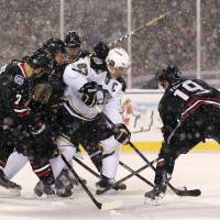 Blackhawks sink Penguins