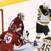 Bruins wax Coyotes for 12th straight victory