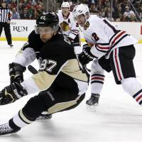 Crosby leads Penguins to win over Blackhawks