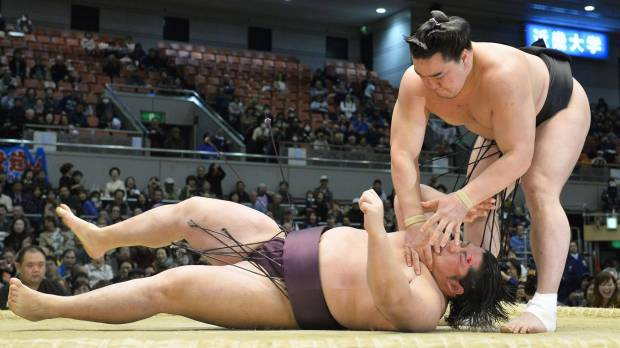 Harumafuji gives Endo tough lesson