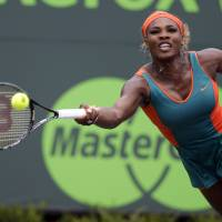Serena beats Li to win title