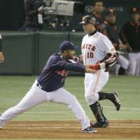 Swallows' Balentien keeps focus on steady improvement