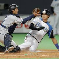 Spotlight still shining on Nippon Ham's two-way star Otani