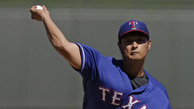 Darvish solid against Reds; Bonds works with Giants